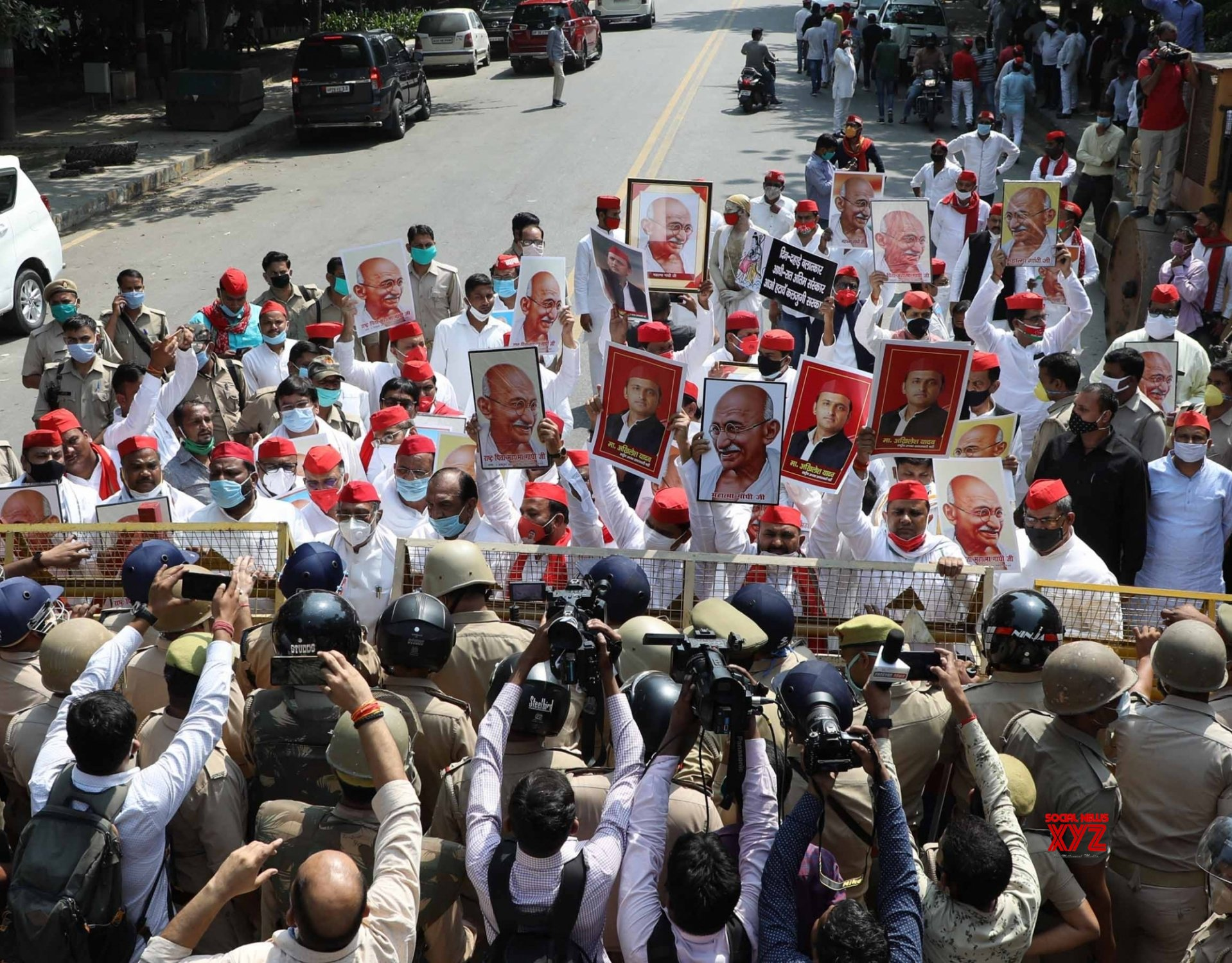 Lucknow: Samajwadi Party workers protest against Hathras gang rape case #Gallery