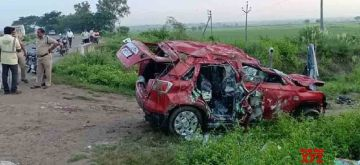 Guntur: Four persons were killed on the spot, when the car in which they were travelling plunged into Thangedumalli major canal on the Addanki-Narketpally Highway, at Subbaiahpalem village under Rompicherla Mandal of Guntur district of Andhra Pradesh on Oct 16, 2020. (Photo: IANS)