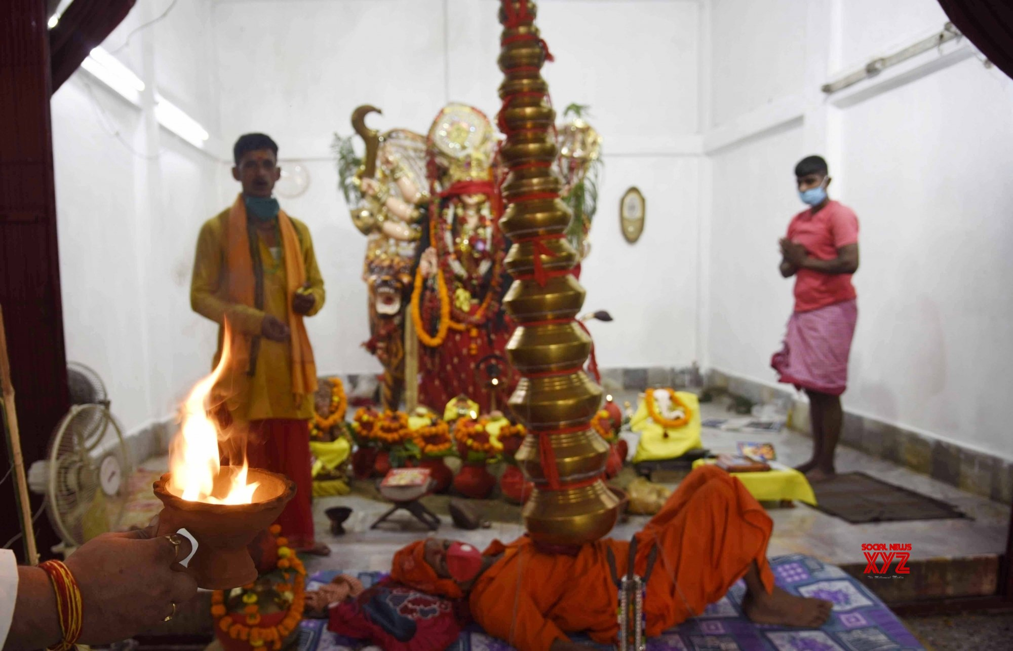 Patna: Devotees throng Naulakha Temple on the first day of Navaratri #Gallery