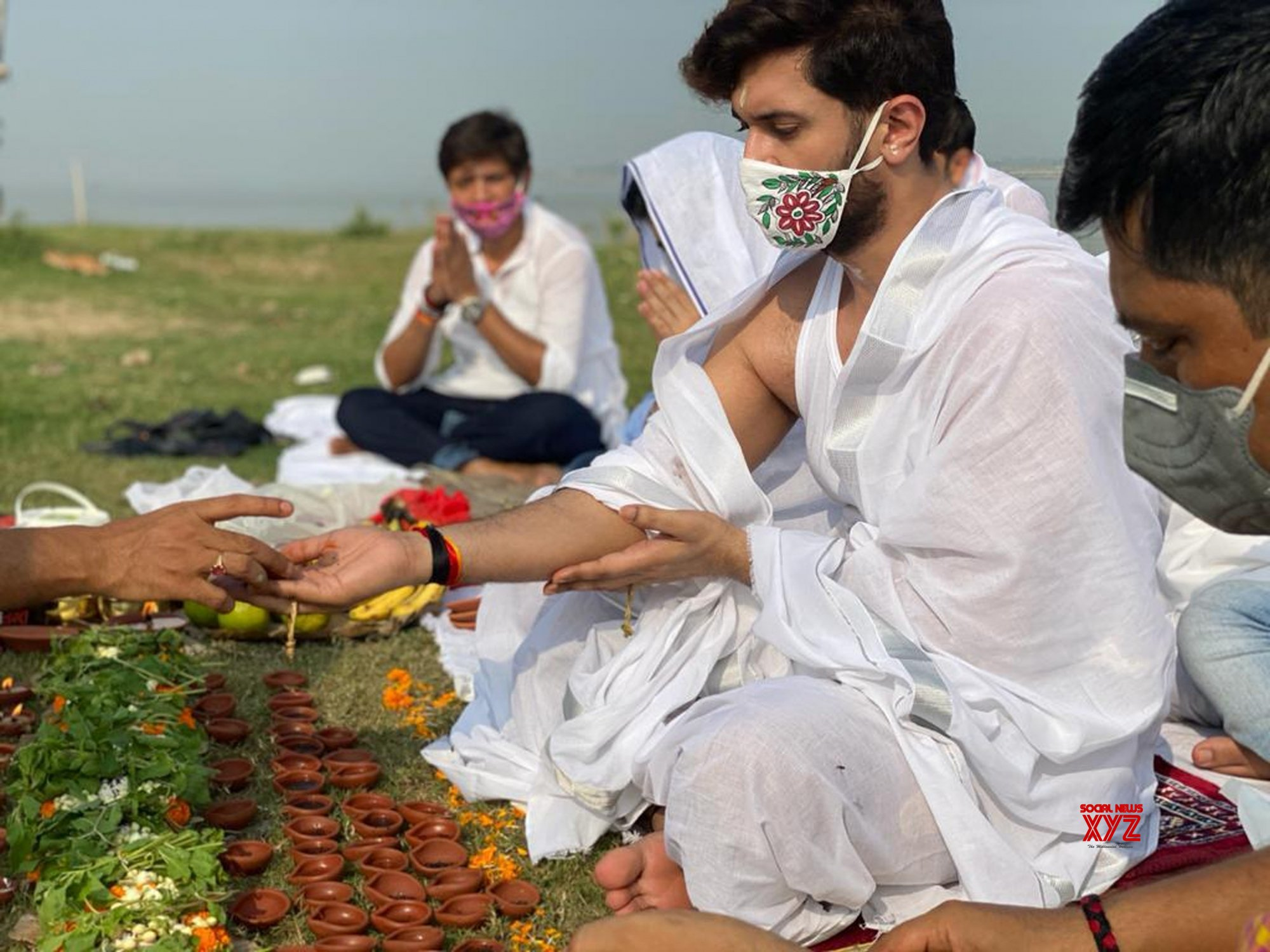 Patna: Chirag Paswan prays for the departed soul of his father Ram Vilas Paswan at Digha Ghat #Gallery
