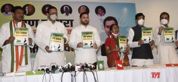 Patna: Congress leaders Randeep Singh Surjewala, Madan Mohan Jha and Shaktisinh Gohil and RJD leader Tejashwi Yadav release the election manifesto of the 'Mahagathbandhan' ahead of Bihar Assembly elections, in Patna on Oct 17, 2020. (Photo: IANS)