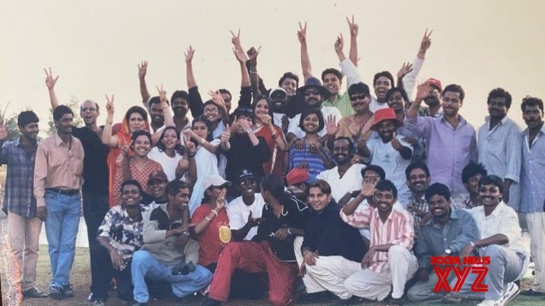 Anubhav Sinha shares the 'Shoot Wrap Up' picture of 'Tum Bin' from 2001