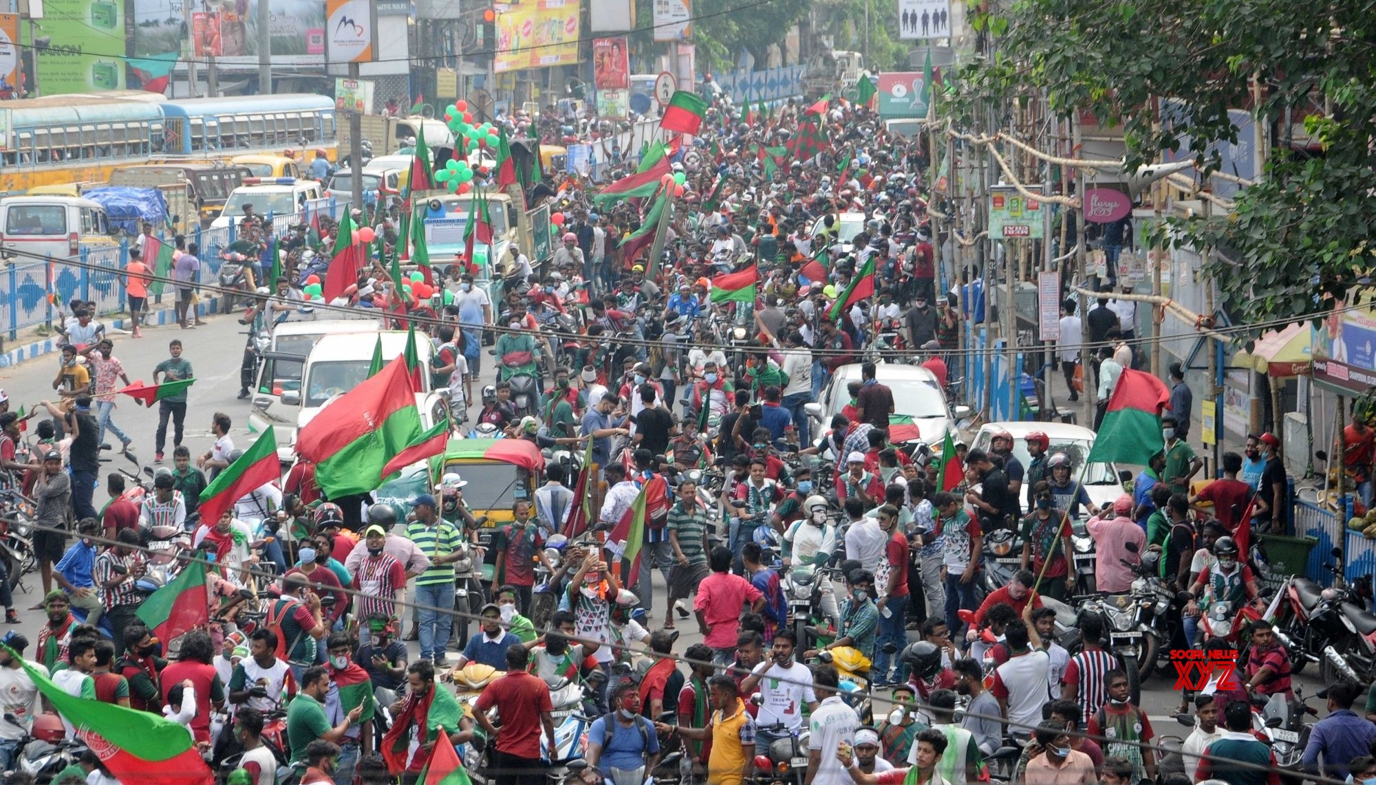 Kolkata: Mohun Bagan Football Club supporters hold a victory rally from Hotel Hyatt to Mohun Bagan Ground #Gallery
