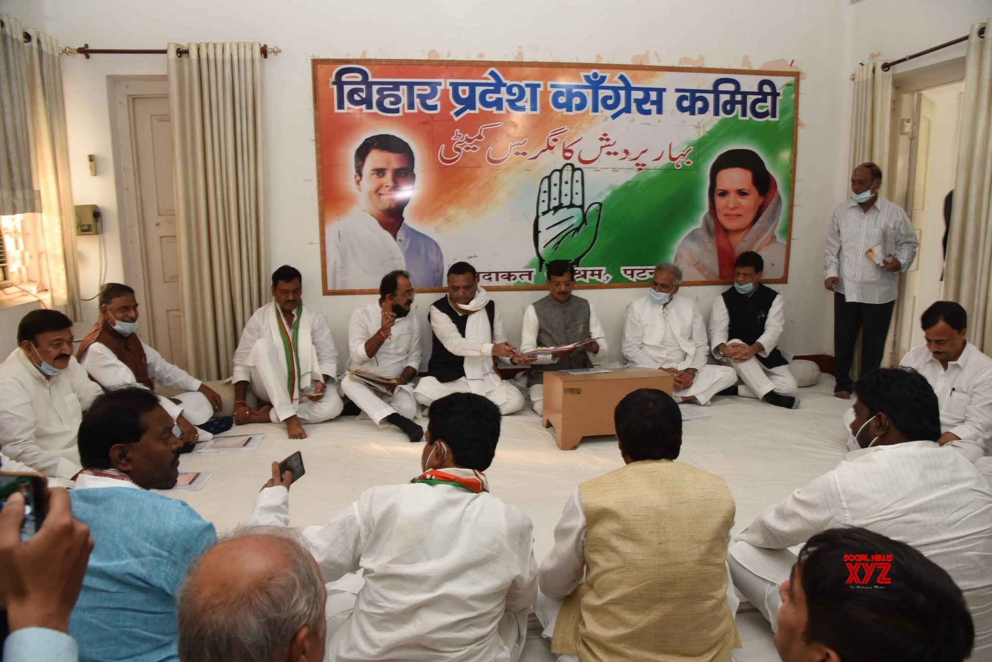Patna: Bhupesh Baghel, Madan Mohan Jha and Kaukab Qadri chair meeting with newly elected Bihar MLAs #Gallery