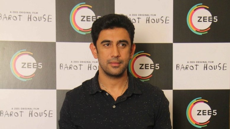 Amit Sadh shares decade old picture of himself