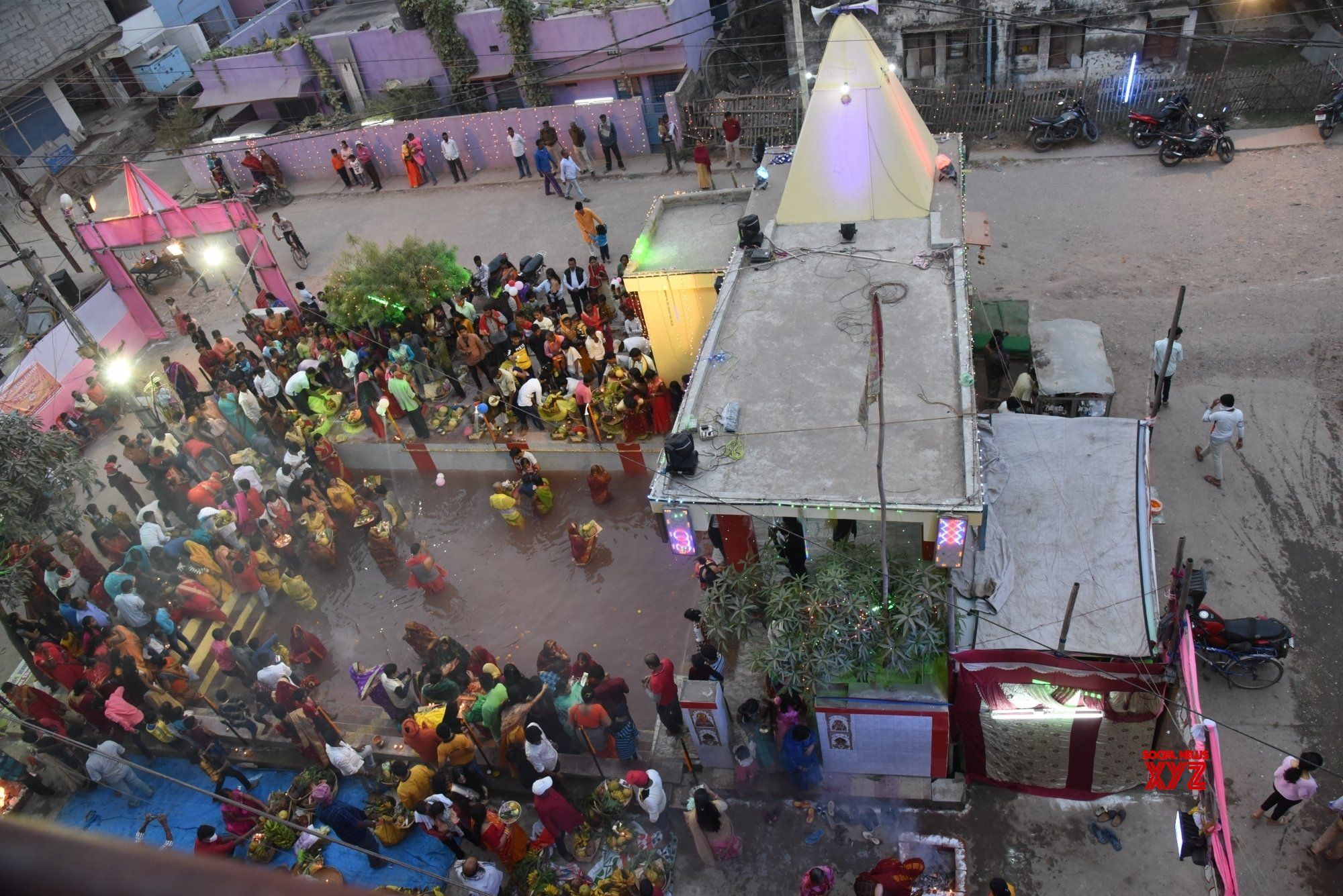 Patna: Devotees throng Surya Kripa temple in Kankarbagh for Chhath Puja celebrations #Gallery