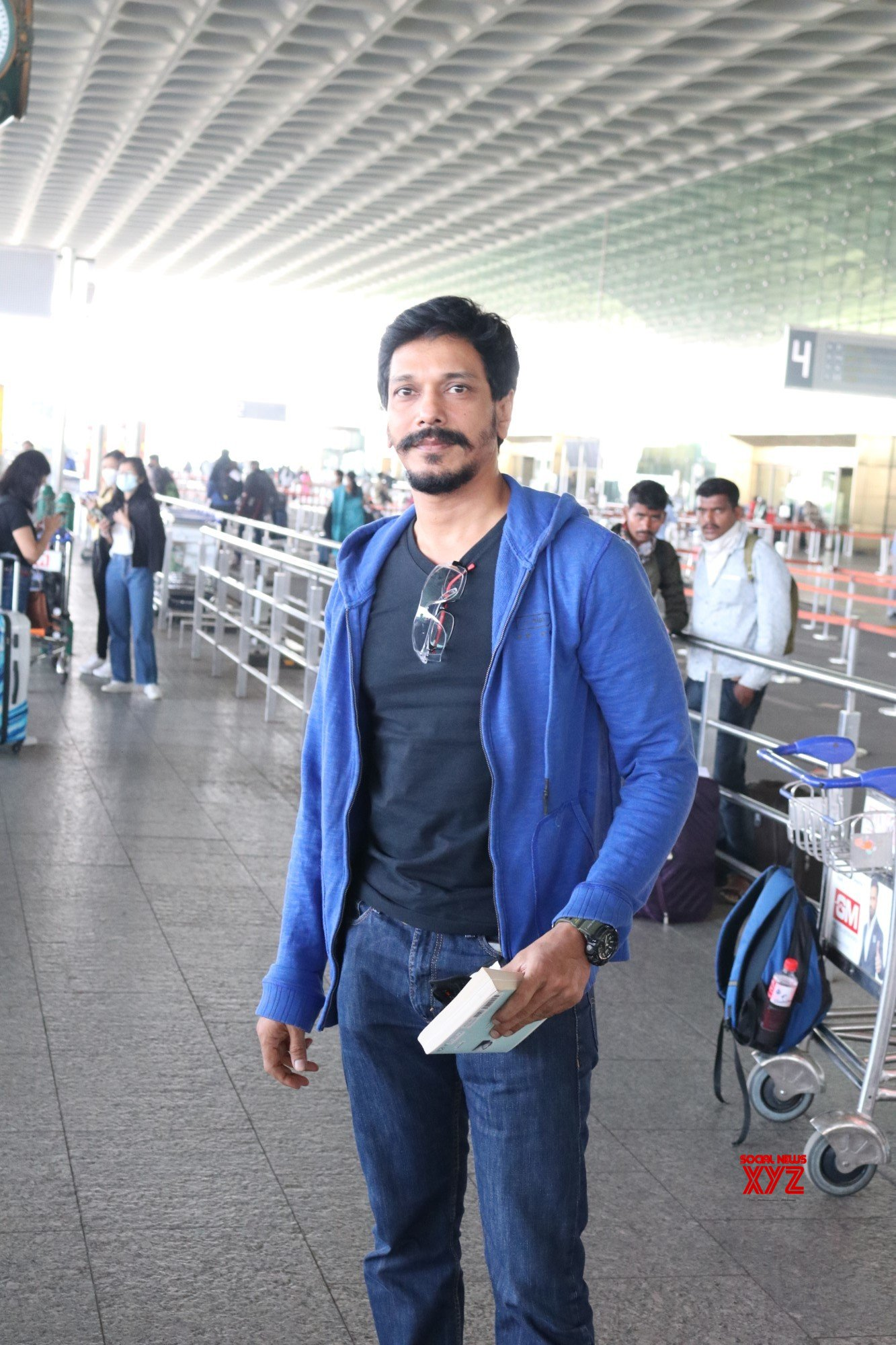 Mahesh Shetty Spotted At Airport - Gallery