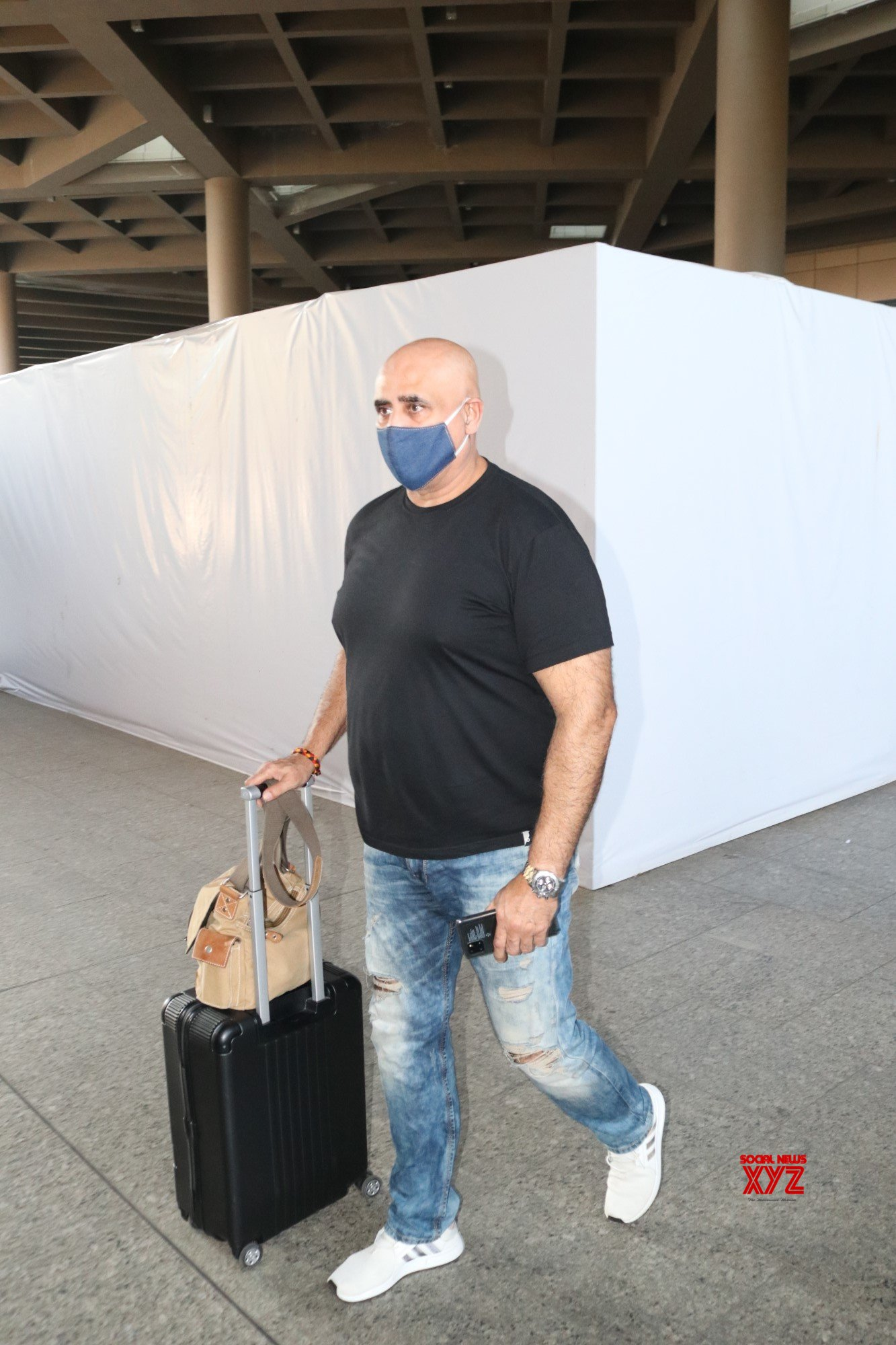 Puneet Issar Spotted At Airport - Gallery