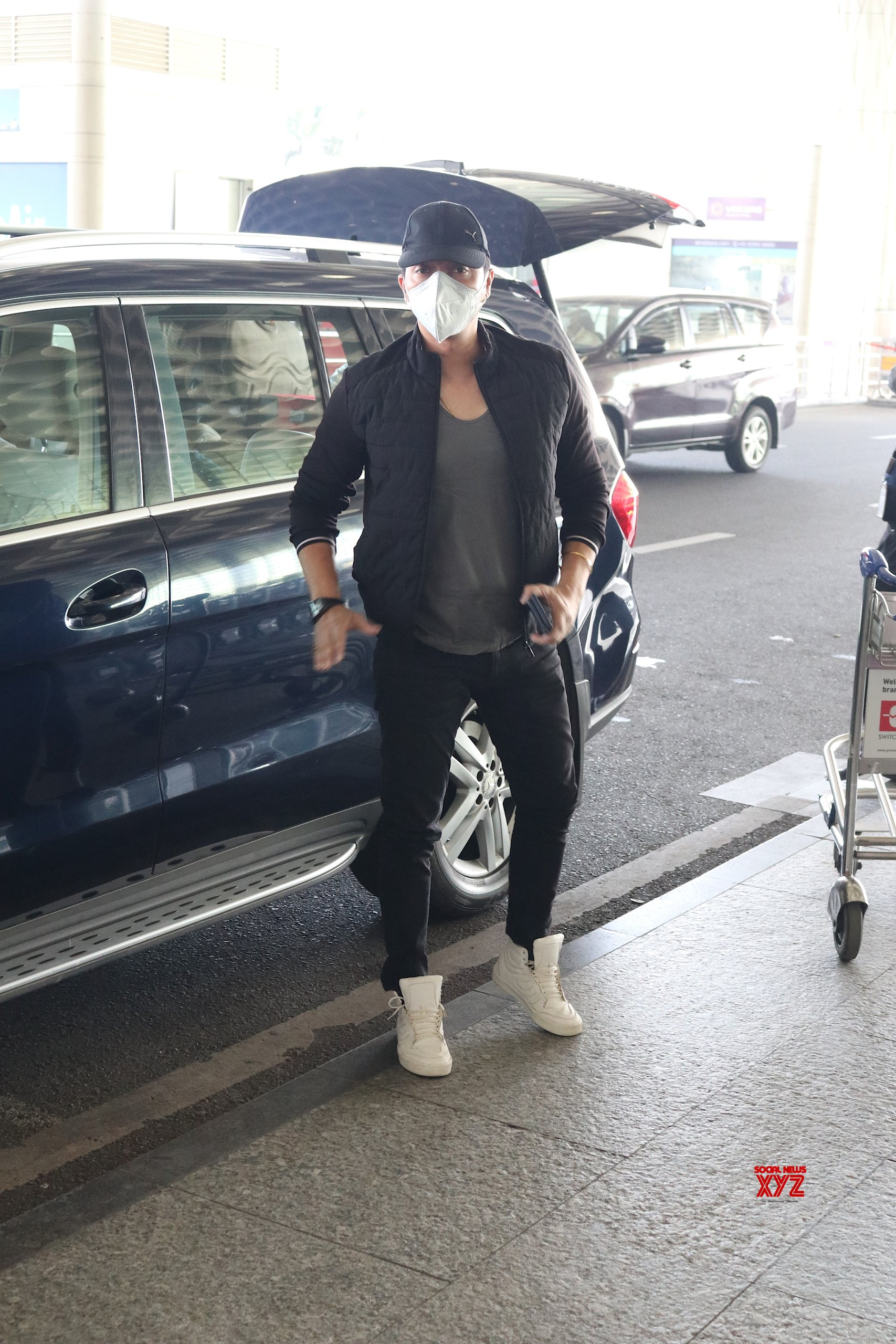 Shreyas Talpade And Family Spotted At Airport HD Gallery