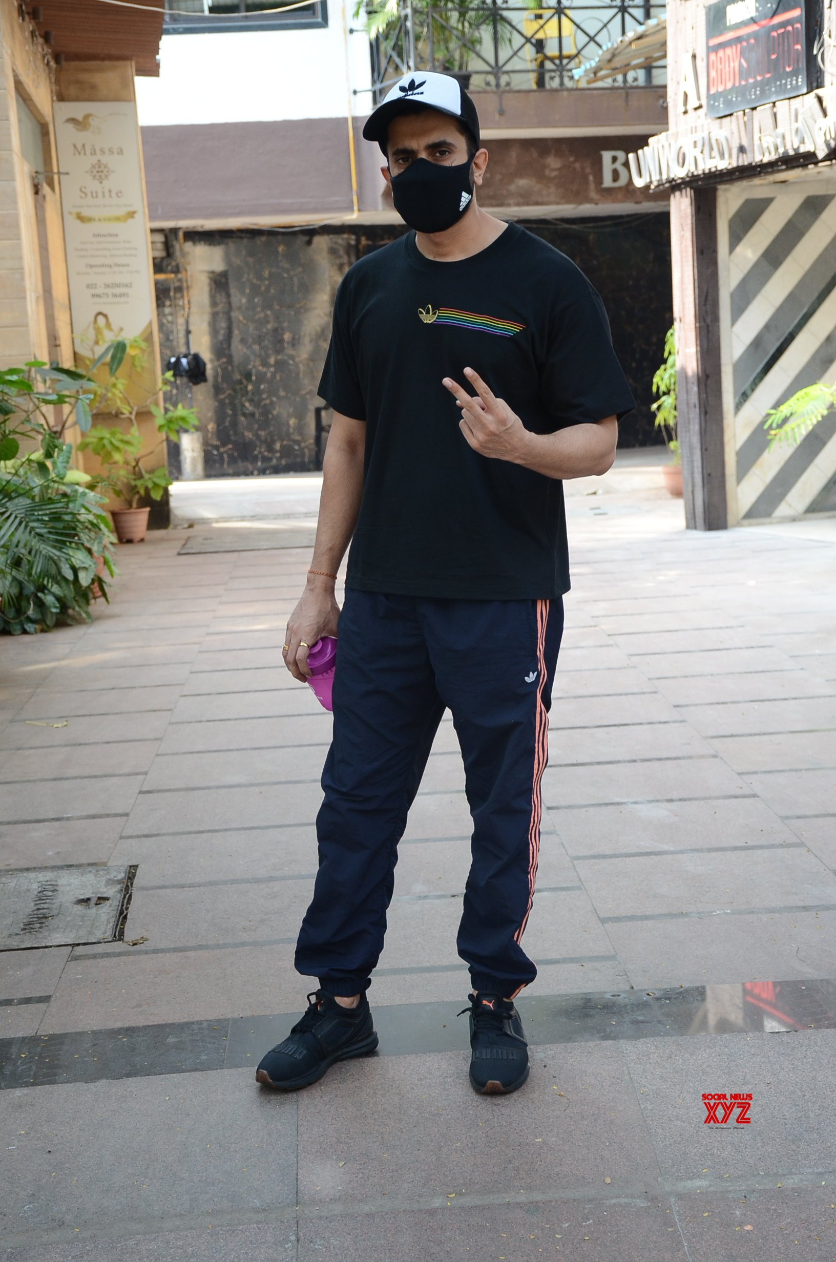 Sunny Singh Spotted At Juhu HD Gallery