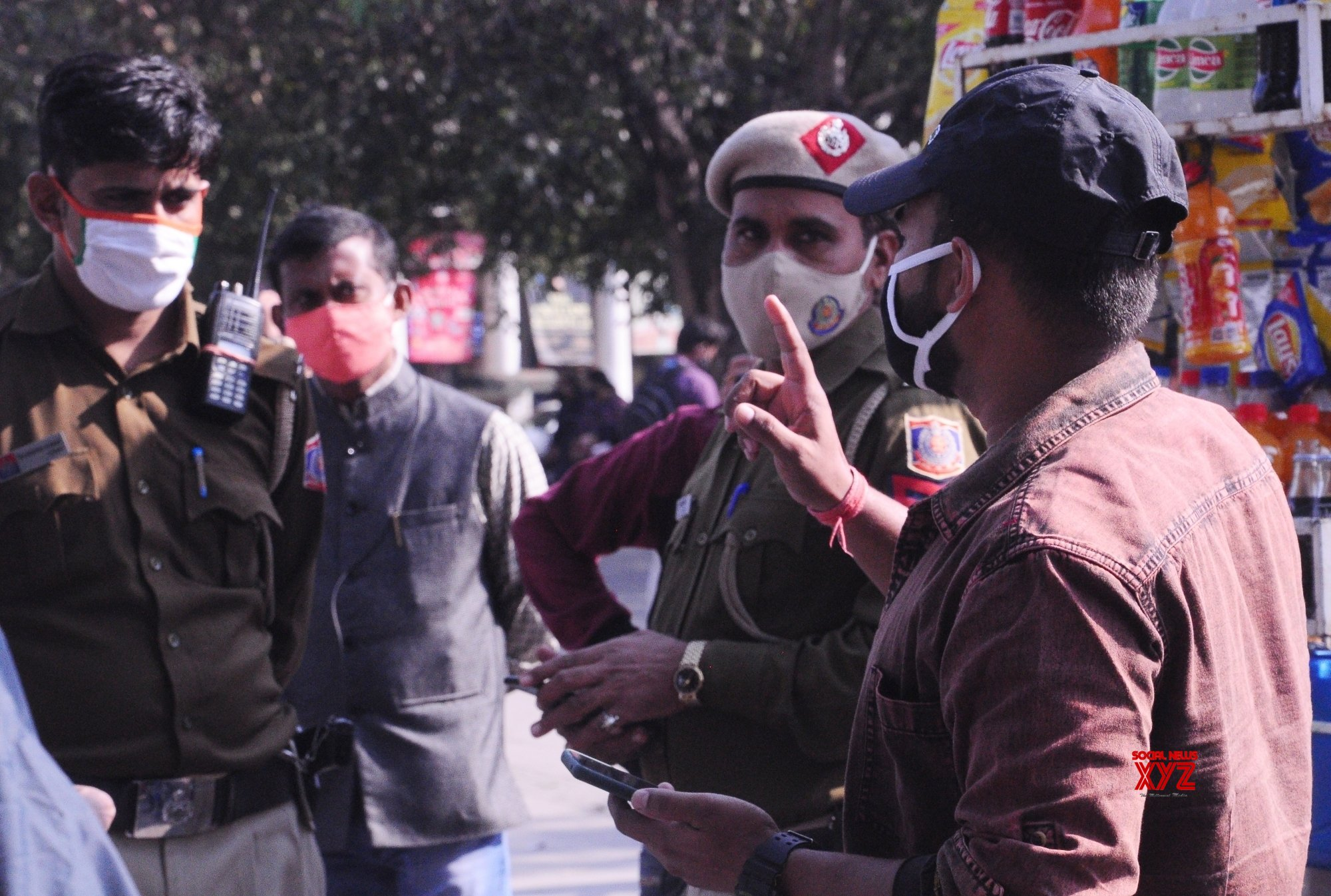 New Delhi: Youth penalised for clicking selfies in public while incorrectly wearing his mask #Gallery