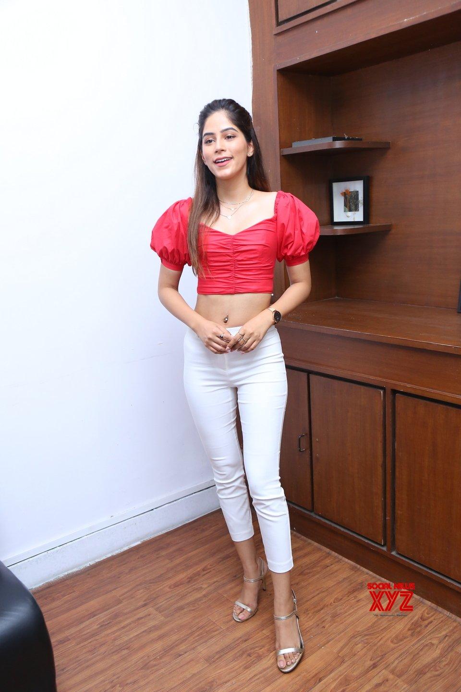 Miss India AP 2019 Nikita Tanwani HD Stills From The Grand Fashion Showcase At Curtain Raiser Of Sutraa Luxury Edit
