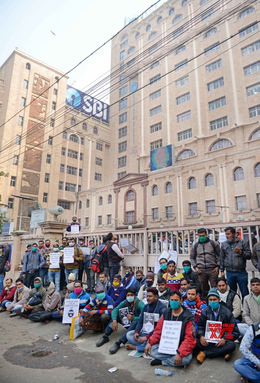 Kolkata: SBI contractual security workers protest against unemployment and new shift policy #Gallery