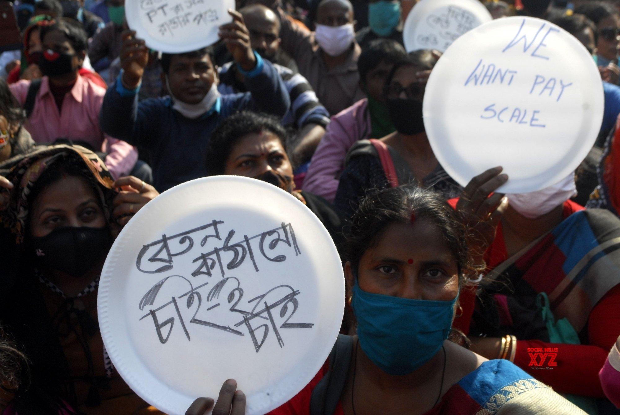 Kolkata: Para - teachers protest against WB Govt #Gallery - Social News XYZ