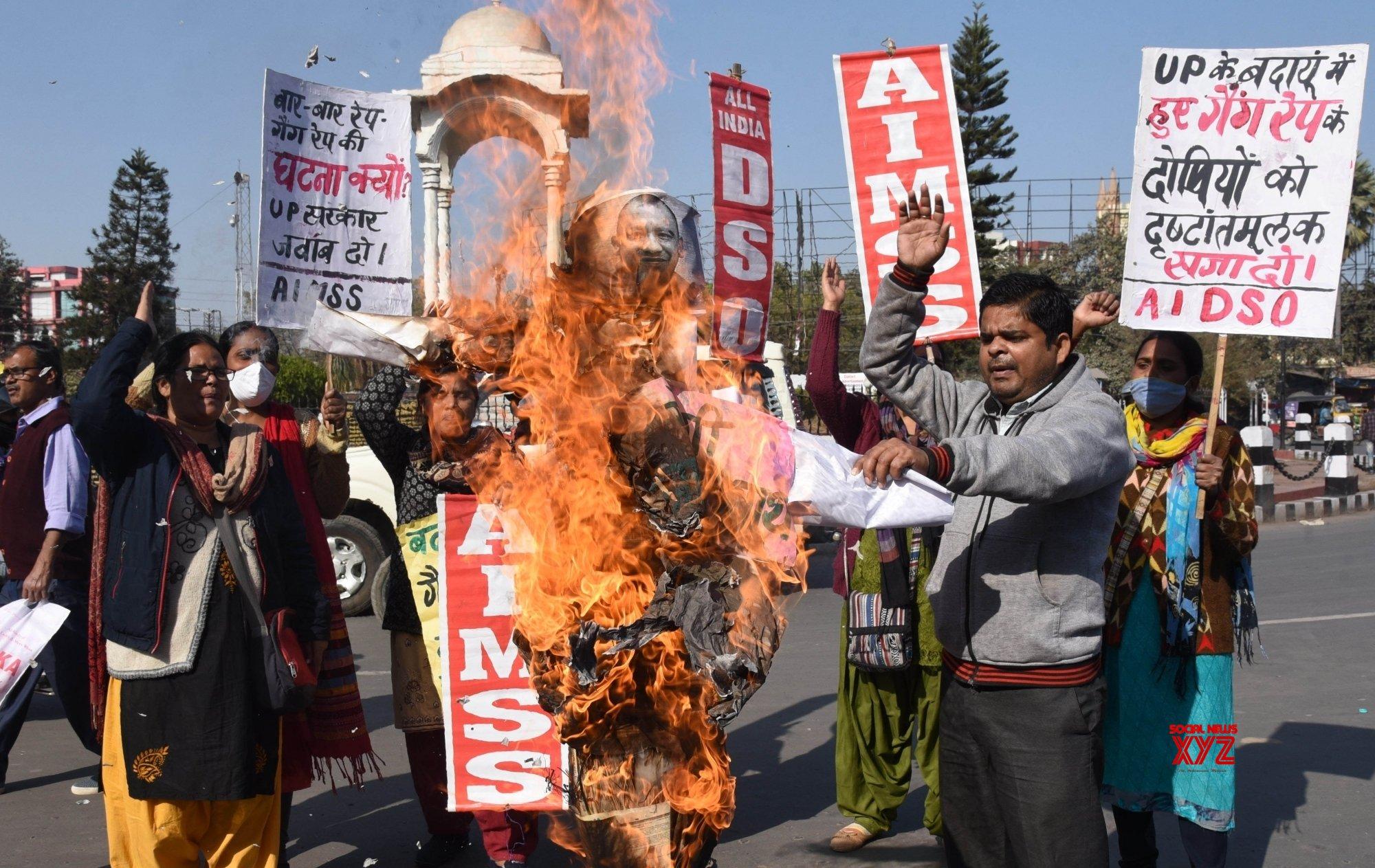 Patna: - All India Mahila Sanskrtik Sangathan, AIDSO activists burn effigy of UP CM Adityanath Yogi in a protest against Badaun rape case #Gallery