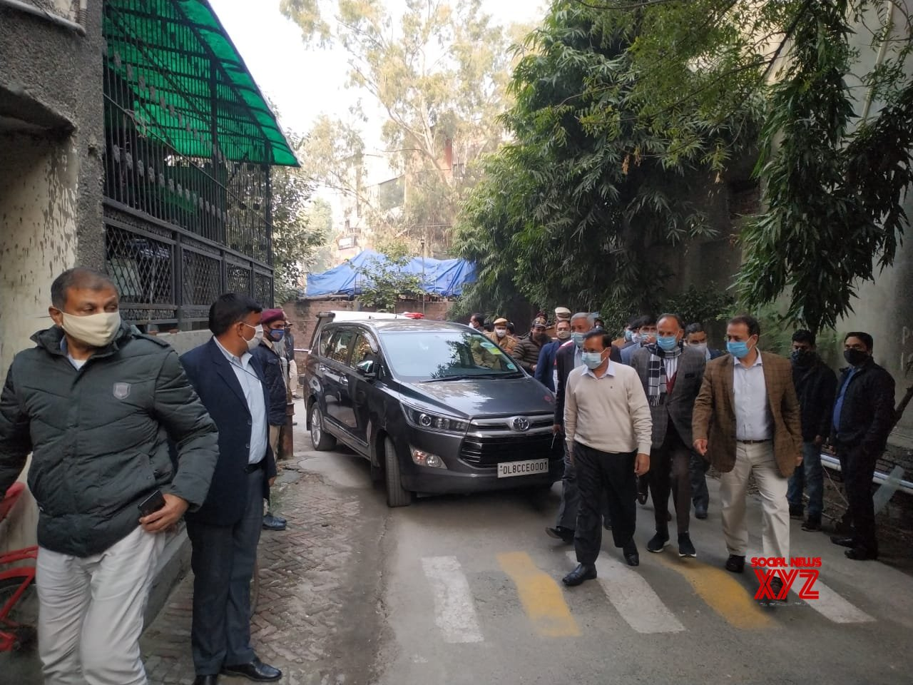 New Delhi: Chief Minister of Delhi,Arvind Kejriwal visited the family of Late Dr. Hitesh Gupta, who lost his life in the line of Covid duty #Gallery