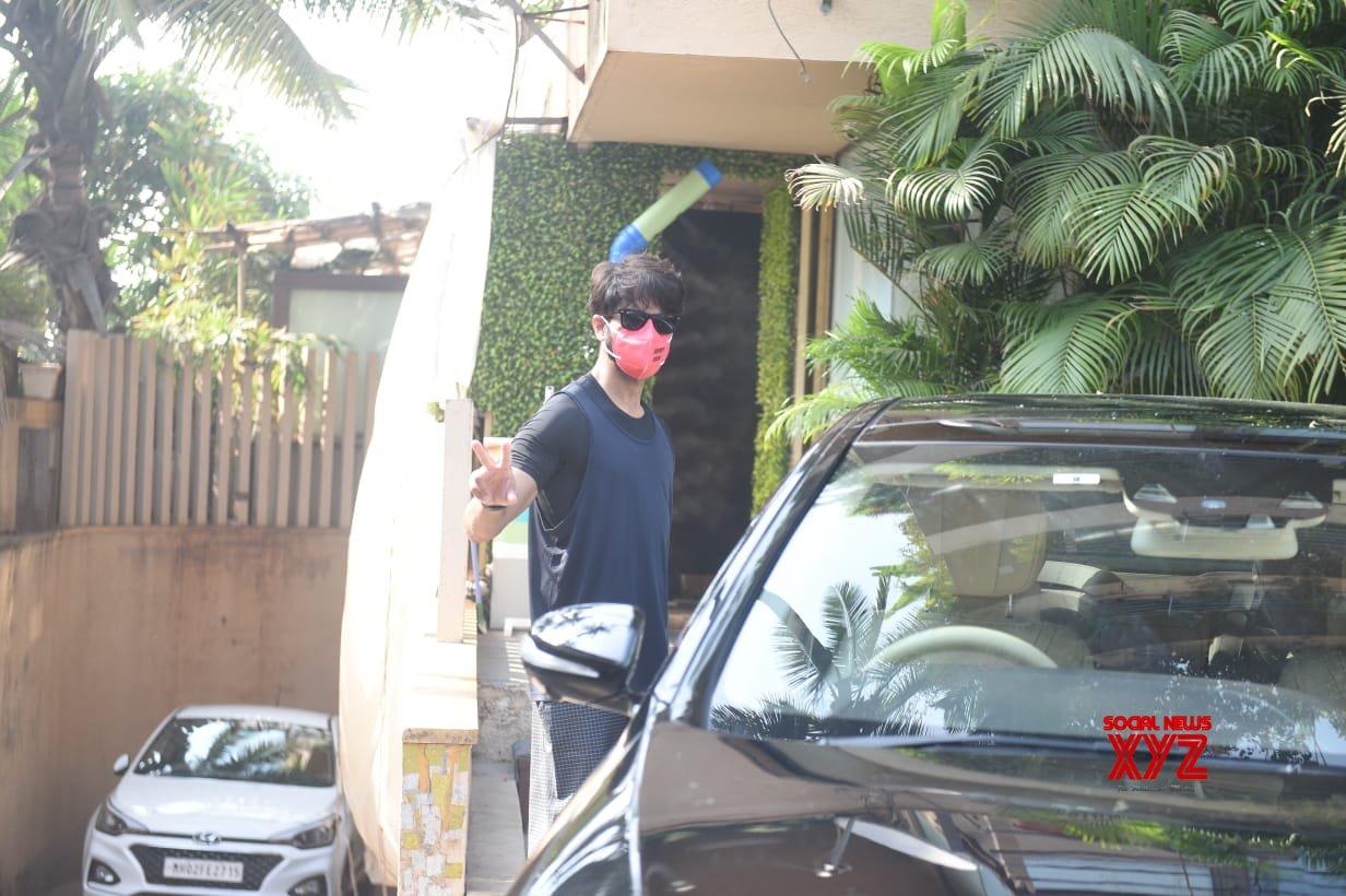 Shahid Kapoor Spotted Juhu - Gallery
