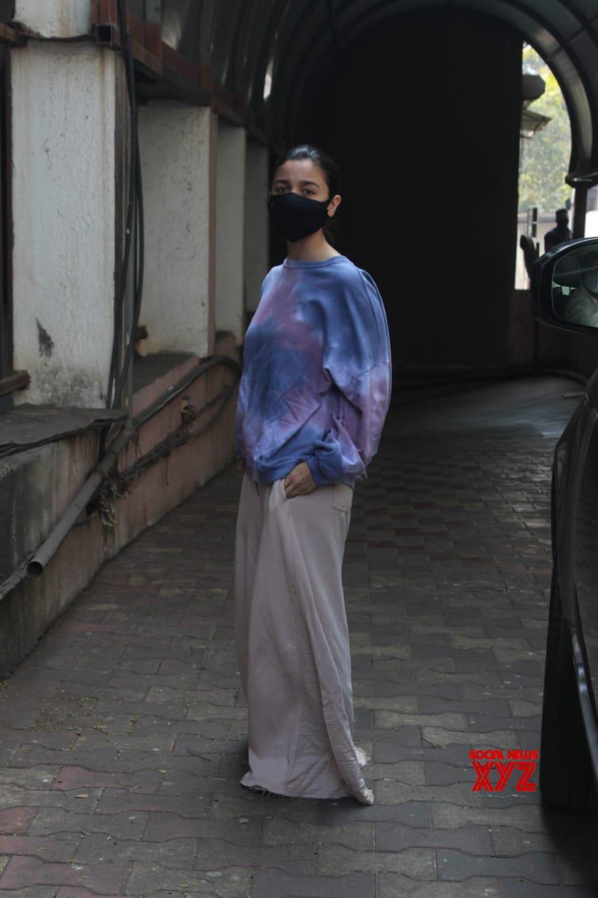Actress Alia Bhatt Snapped In Studio Mumbai - Gallery