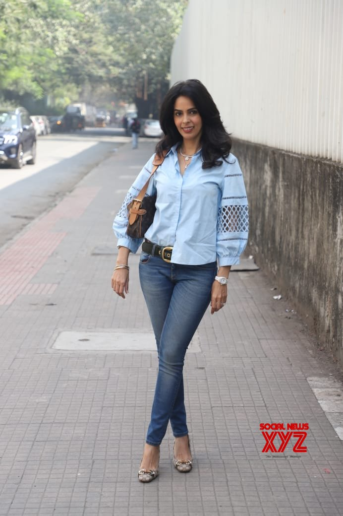 Actress Mallika Sherawat Spotted At Andheri - Gallery