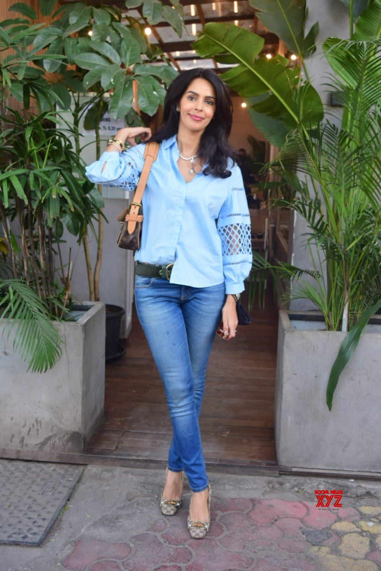Actress Mallika Sherawat Spotted At Kitchen Garden Juhu Gallery