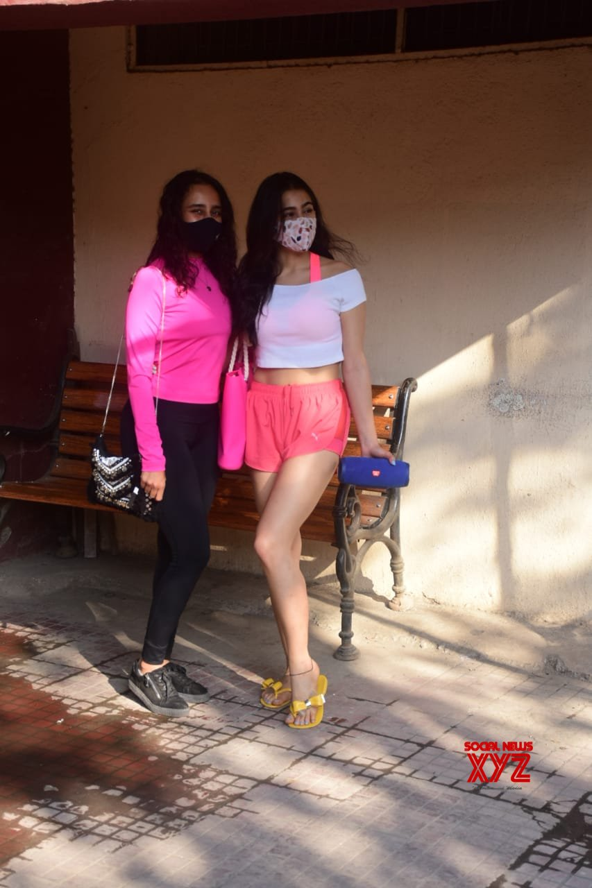 Actress Sara Ali Khan Spotted Gym - Gallery