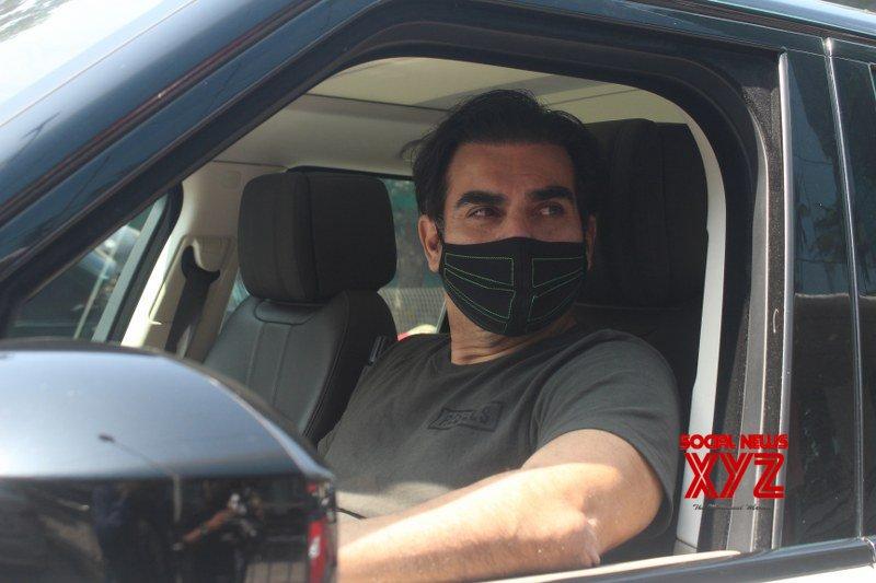 Arbaaz Khan Snapped In Juhu - Gallery