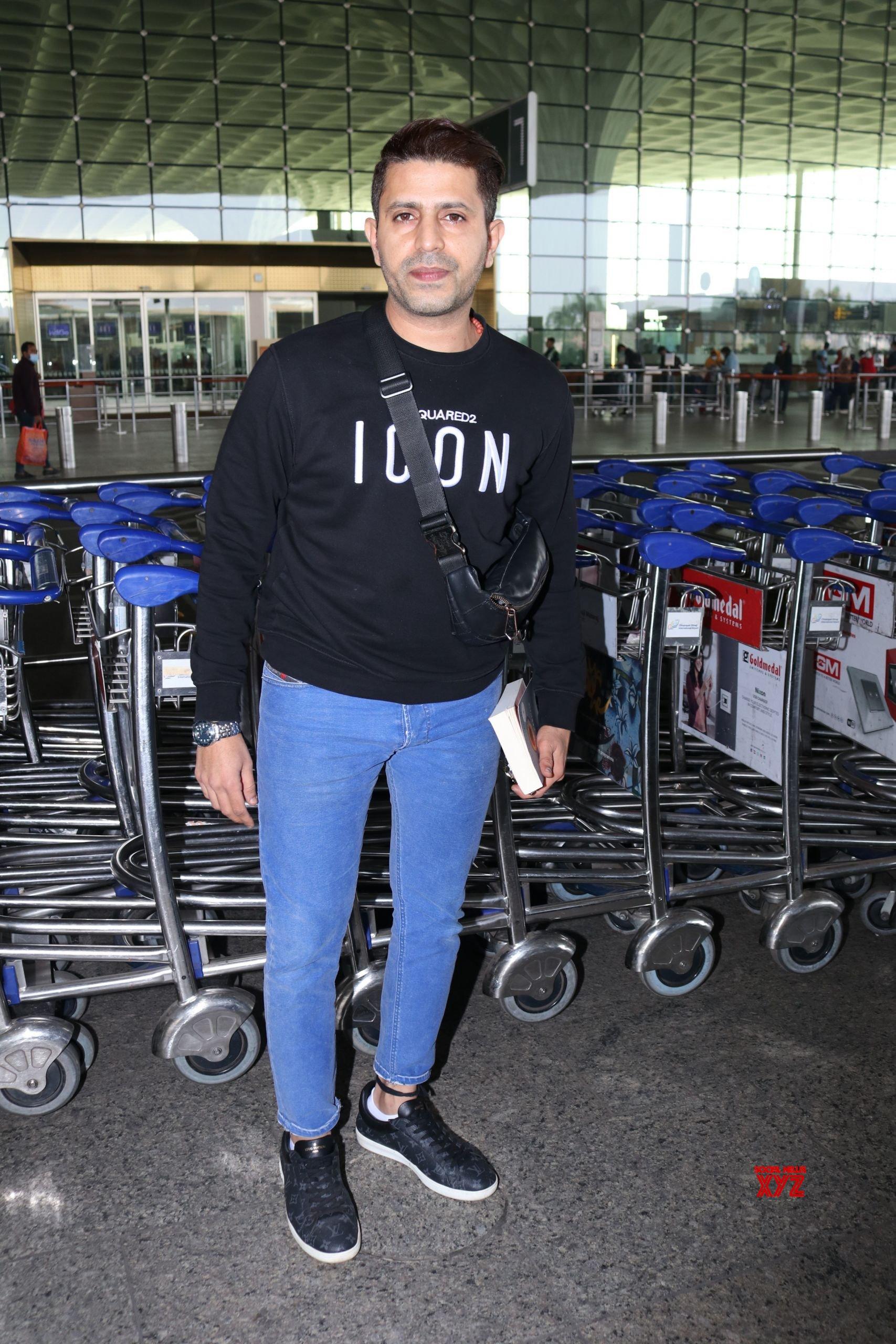 Faruk Kabir Spotted At Airport Departure HD Gallery