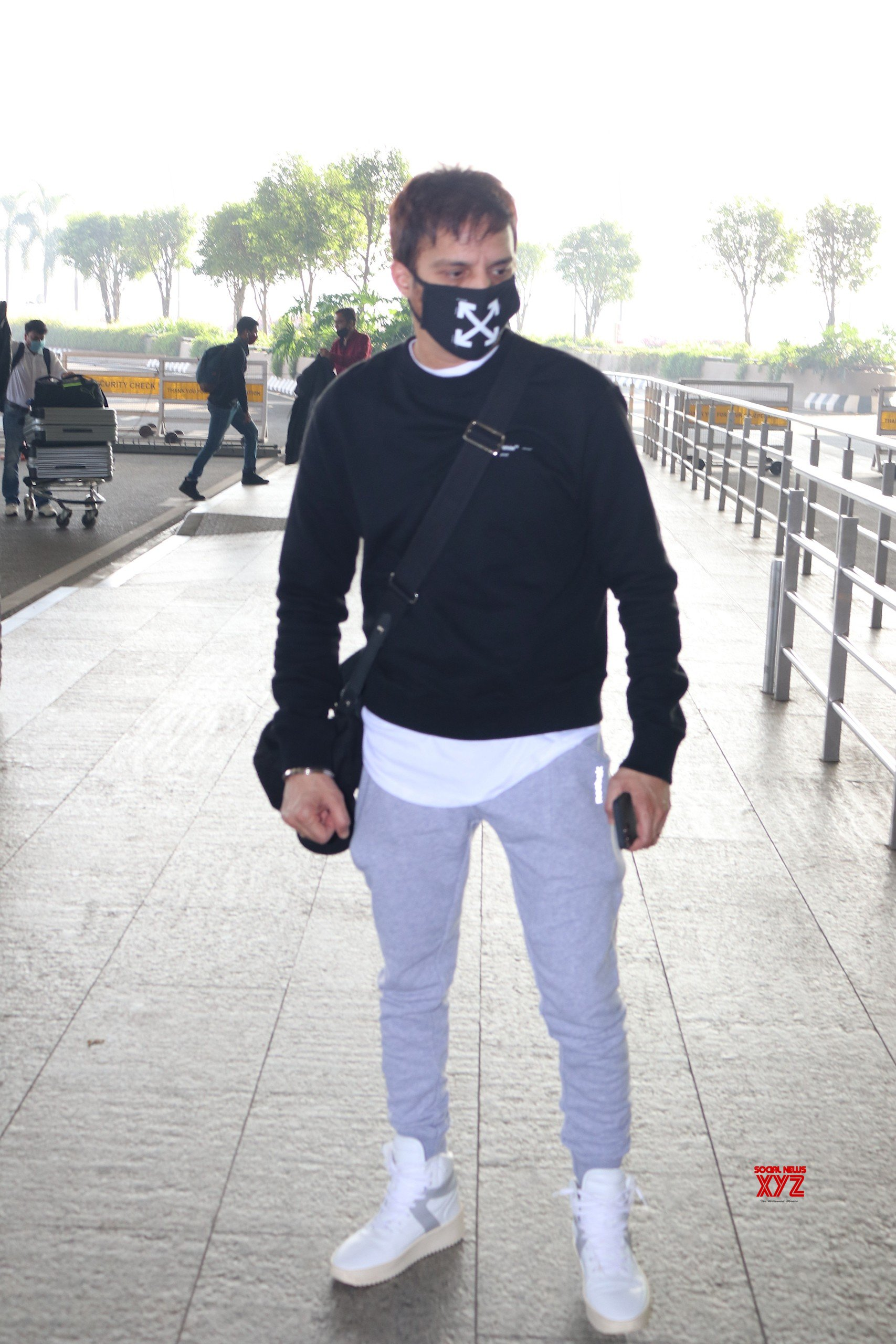 Jimmy Shergill Spotted At Airport Departure HD Gallery