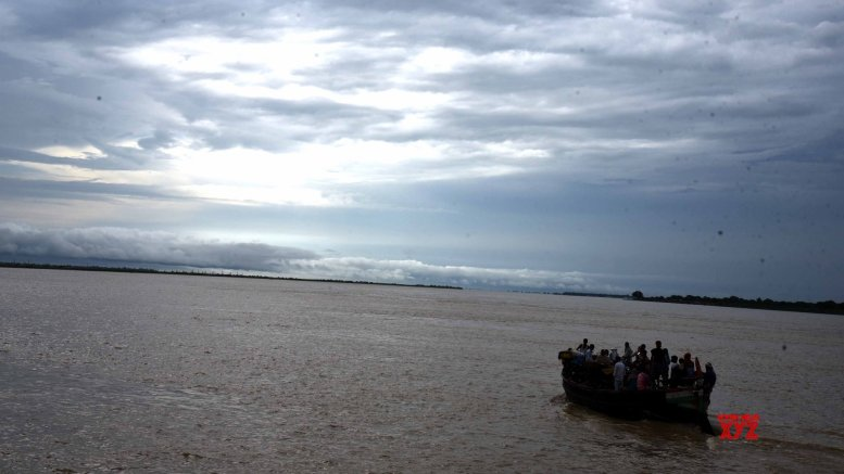 UP: 18 rescued after boat capsizes in Ganga river