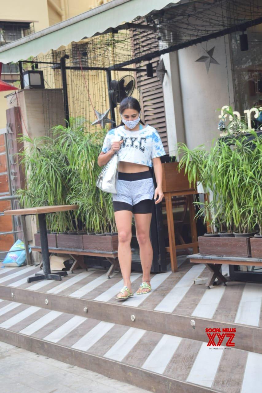 Actress Sara Ali Khan Spotted Farmer's Cafe Bandra - Gallery