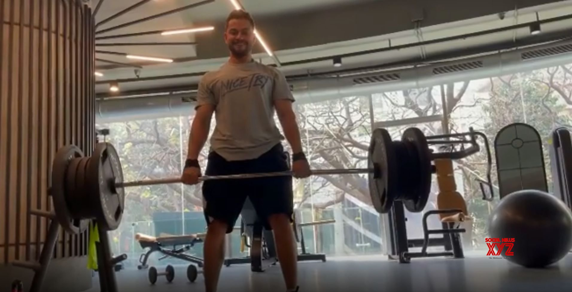 Kunal Kemmu deadlifts 150 kilos of weights