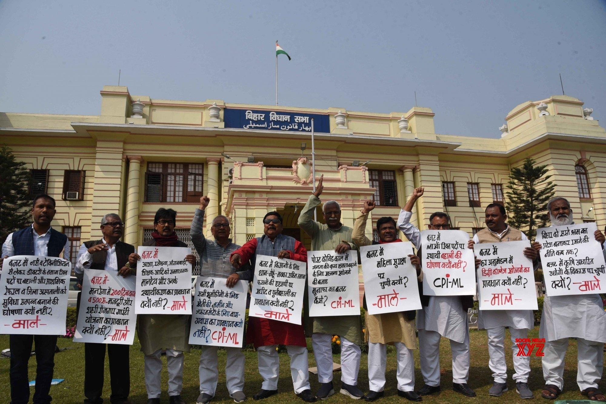 Patna: CPI - ML legislators staged a protest outside Bihar Vidhan Sabha #Gallery