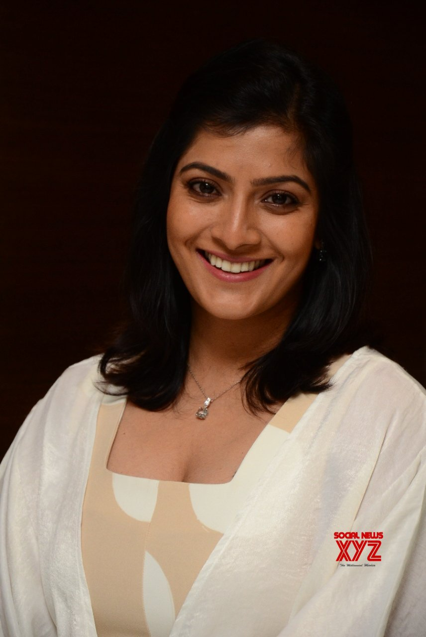 Actress Varalakshmi Sarathkumar Stills From Naandhi Team Appreciation Meet By Dil Raju