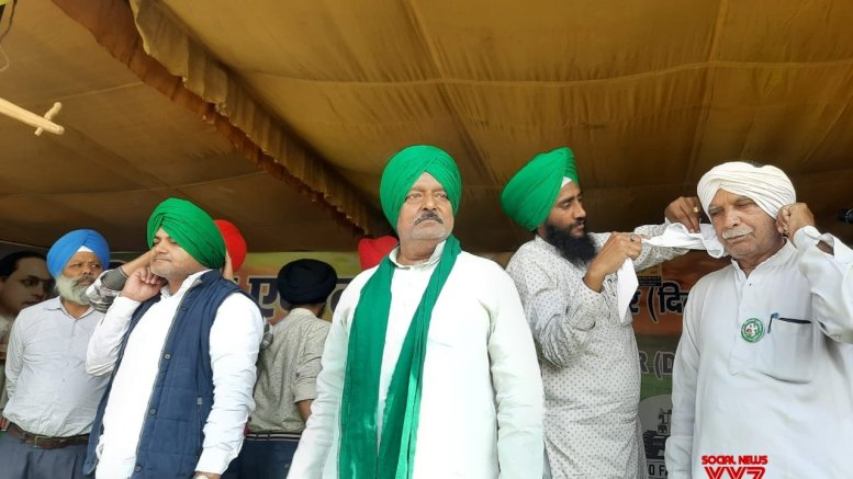 'Pagdi Sambhal Diwas' celebrated at Delhi borders