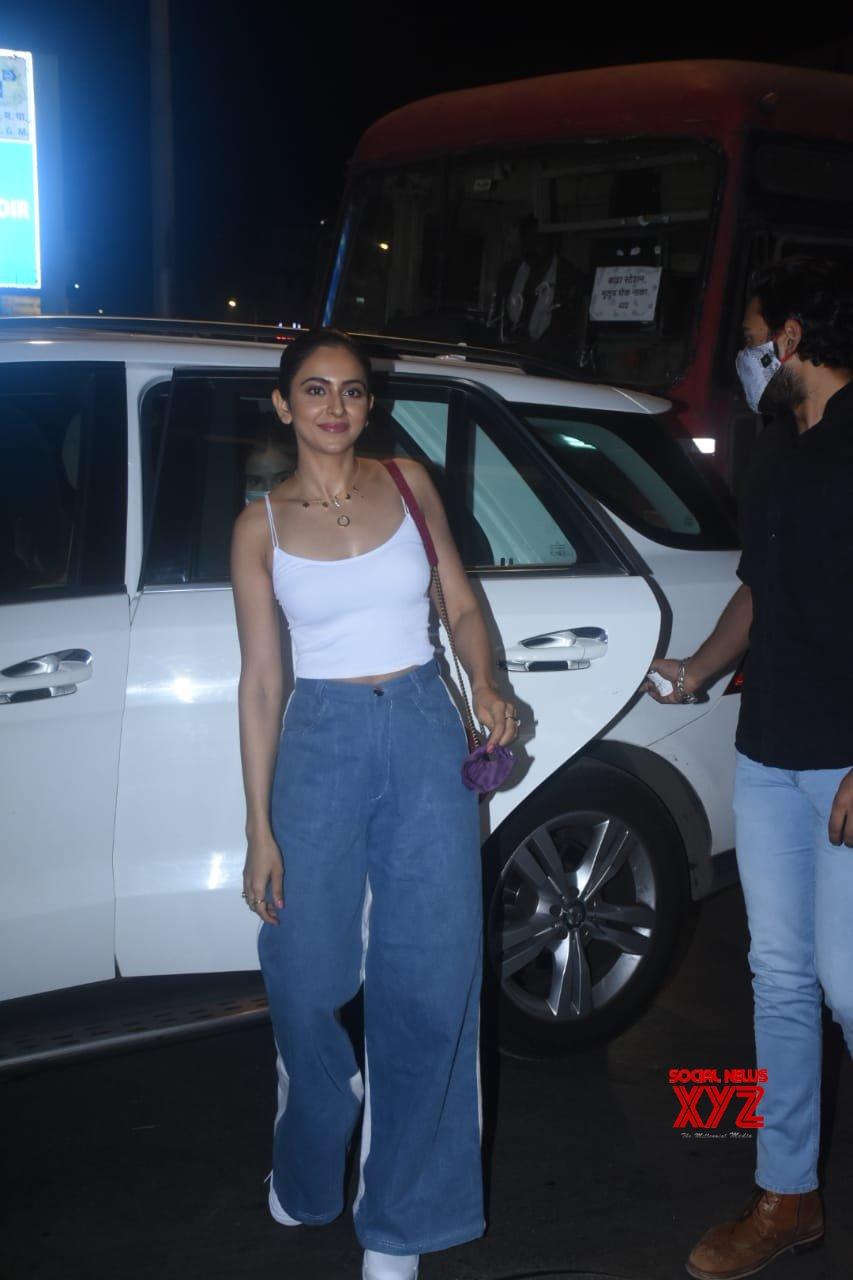 Actress Rakul Preet Singh Spotted At Bandra - Gallery
