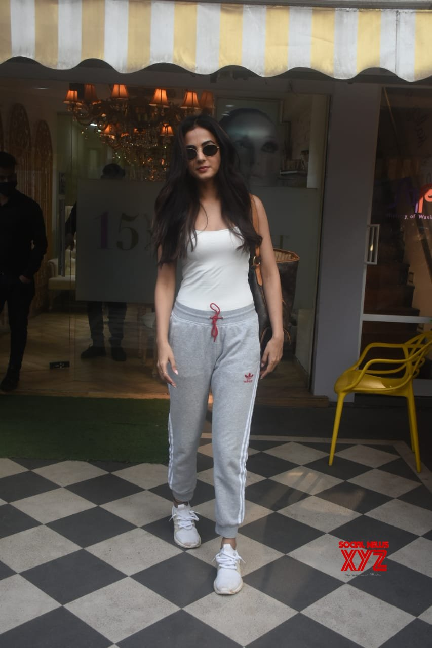 Actress Sonal Chauhan Spotted Saloon In Bandra - Gallery