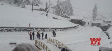 Gulmarg received Fresh snowfall (Photo: IANS)
