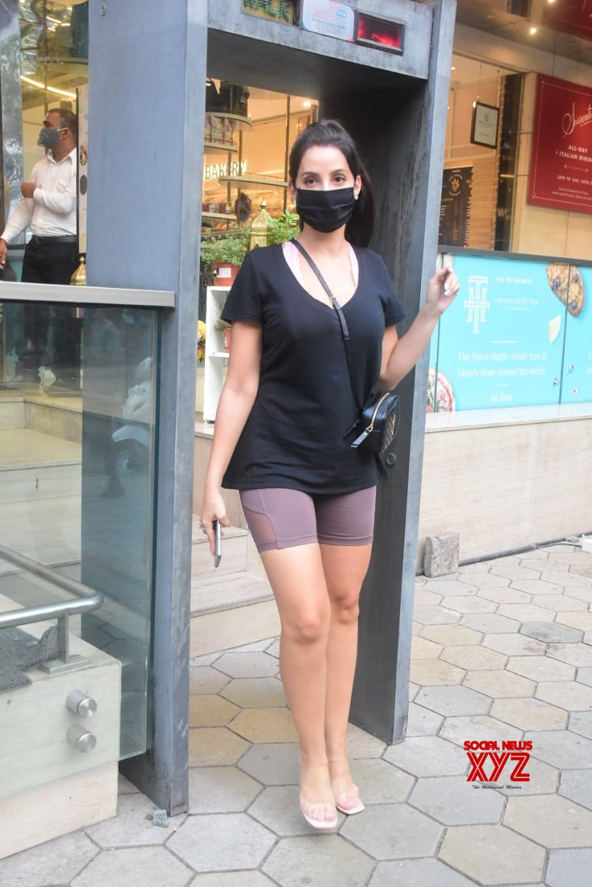Actress Nora Fatehi Spotted At Foodhall In Bandra - Gallery