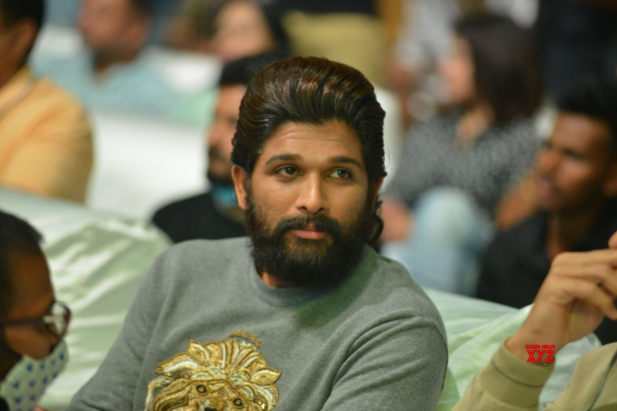 Allu Arjun Stills From Pushpa Movie Introducing Pushpa Raj The First Meet