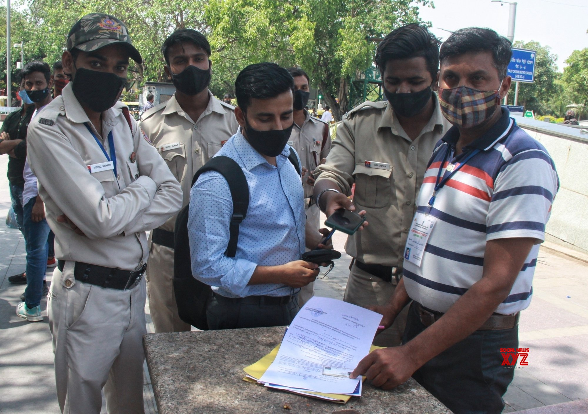 New Delhi: Delhi Civil Defence have issued challans 2000 - Rs for not wearing proper mask in public place for violation of Covid - 19 at Counnought place in new Delhi on Thursday April 08, 2021. #Gallery