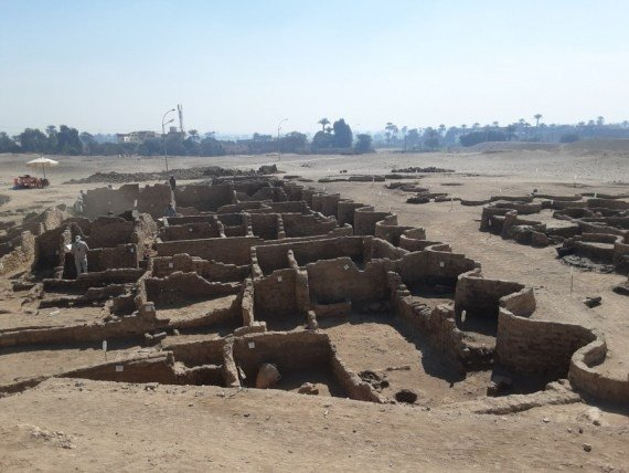 """Free Photo: Egypt unveils discovery of 3000 - year - old """"Lost Gold City"""" in Luxor #Gallery"""