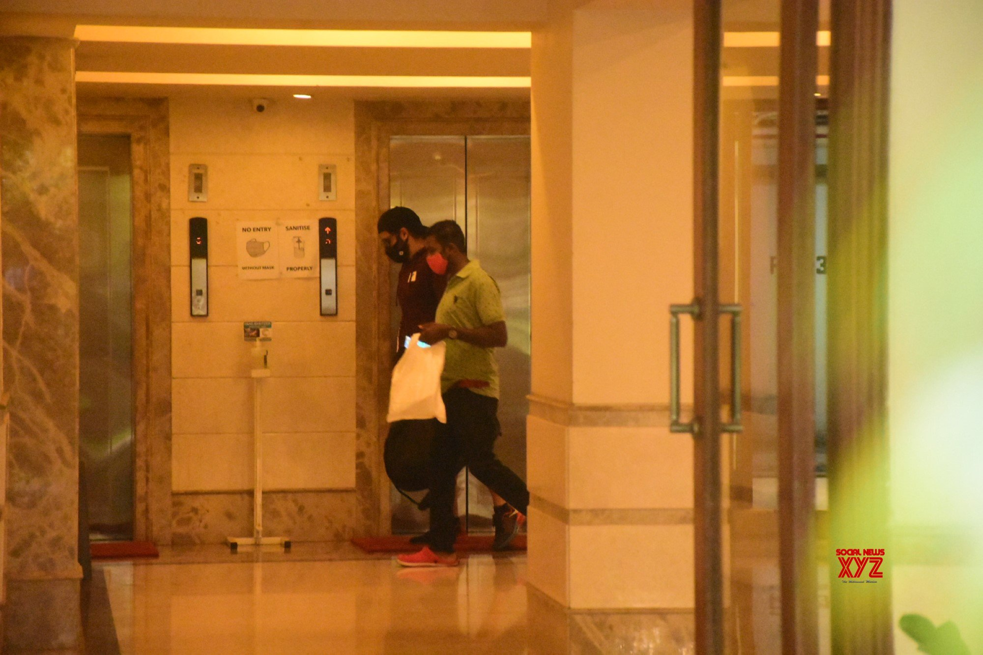 Emraan Hashmi Spotted At Bandra - Gallery