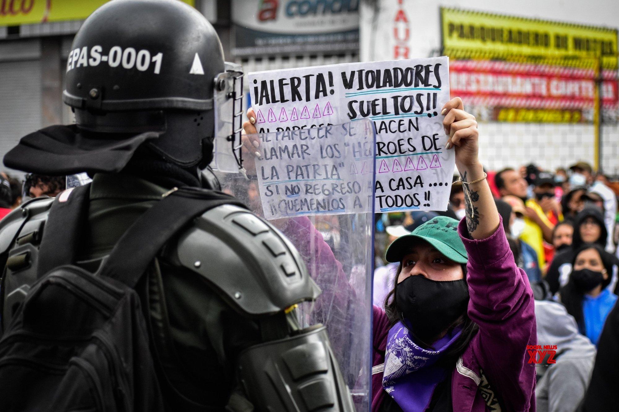 Colombian FM steps down after violent protests