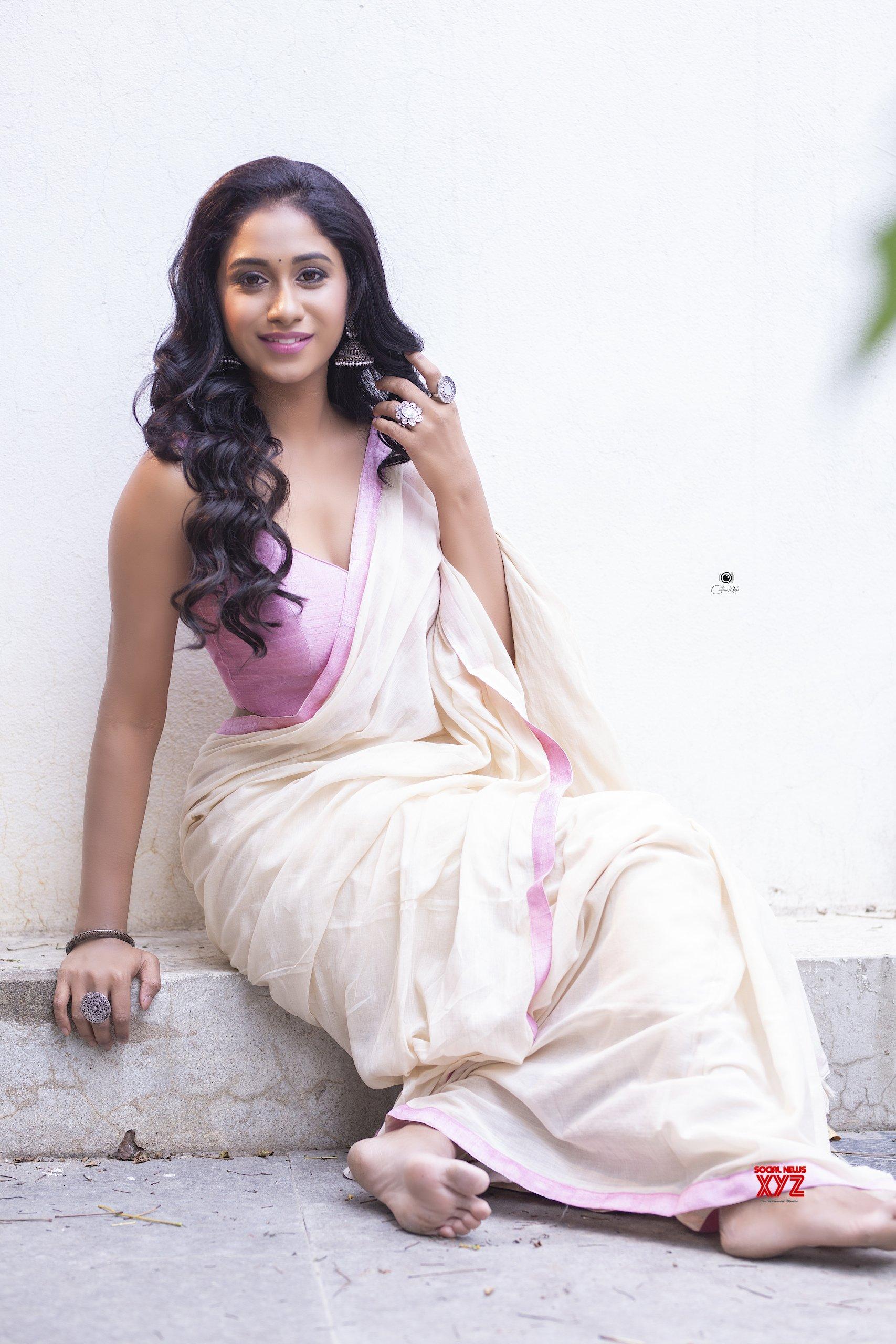 Actress Dakkshi Guttikonda New Glam And Sexy HD Stills