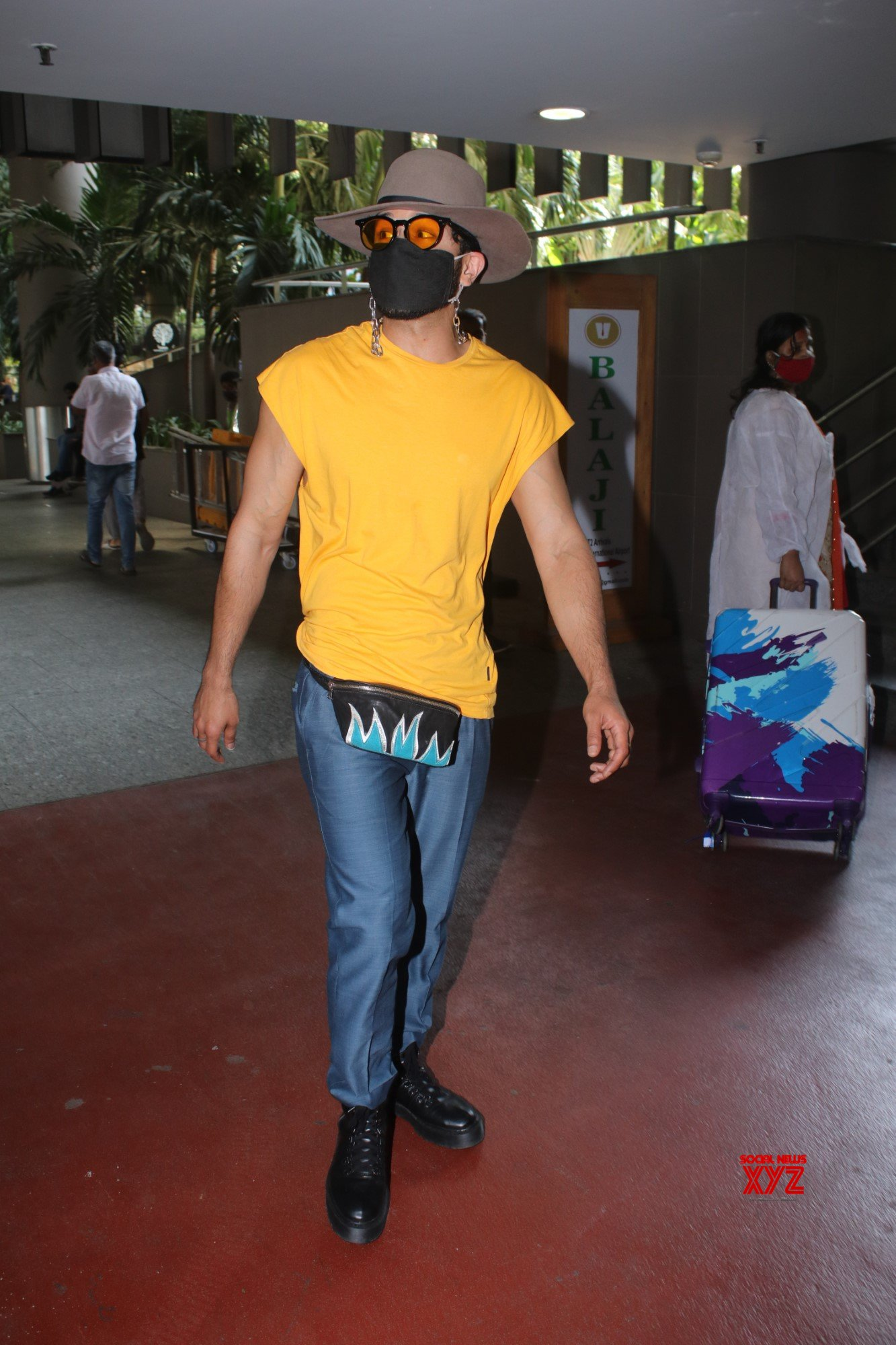 Sahil Salathia Spotted At Airport Arrival - Gallery