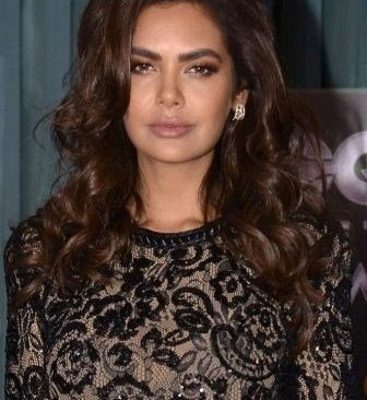 Esha Gupta Completes 9 Years In Bollywood, Remembers Her Debut Movie
