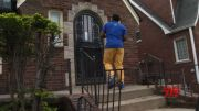 Detroit goes door-to-door to promote vaccinations (Video)