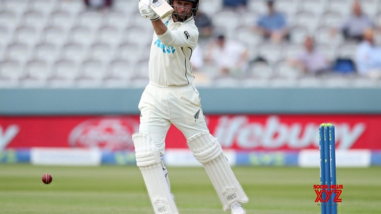 Conway, Young lead strong New Zealand reply to England