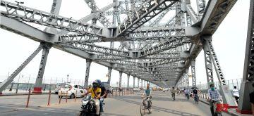 Kolkata:  Available vehicles crossing the Howrah Bridge during the lockdown on Coronavirus pandemic in Kolkata 04 June, 2021. (Photo: Kuntal Chakrabarty/ IANS)