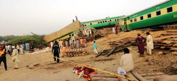 RAHIM YAR KHAN, July 11, 2019 (Xinhua) -- Photo taken with a mobile phone shows people and rescuers working at the train accident site in Pakistan's eastern city of Rahim Yar Khan on July 11, 2019. A passenger train rammed into a freight train in Pakistan's eastern city of Rahim Yar Khan on Thursday morning, killing 13 people and injuring over 70 others, officials said.    District Police Officer of Rahim Yar Khan Umar Farooq Salamat said that women and children were among the deceased. (Str/Xinhua/IANS)